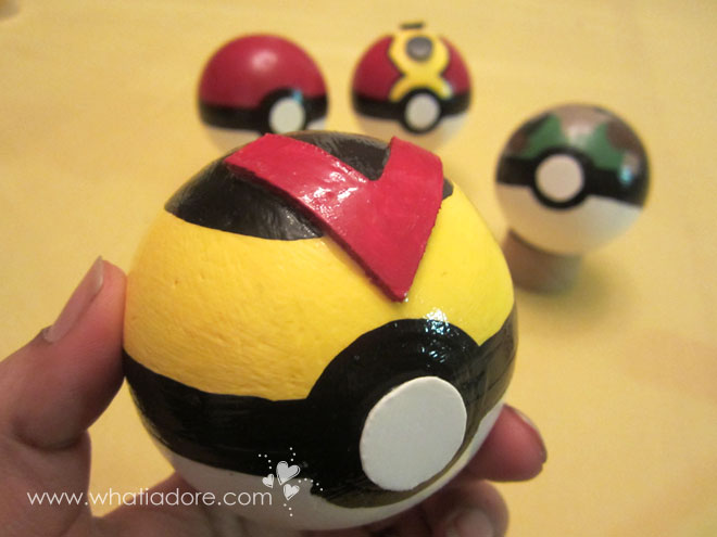 how to make pokeballs paper