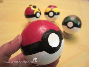 #DIY Pokéballs from Styrofoam balls #pokemon #crafty #cosplay